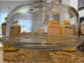 Classic Glass Cake Stand with Dome Threshold 팔아요.$10