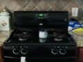 Whirlpool Gas Range  & over the Range Microwave oven 팔아요.($70)